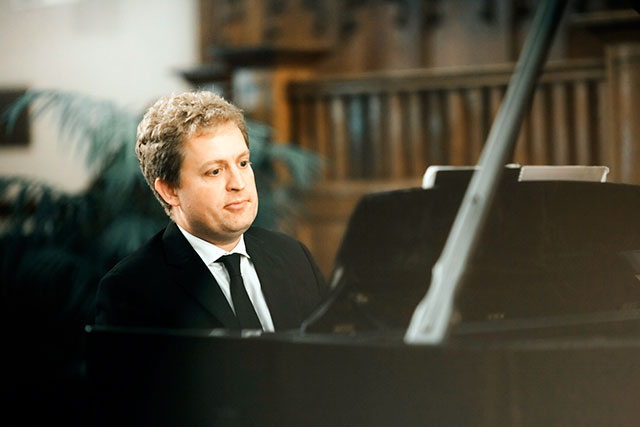 Pianist Andrew Armstrong